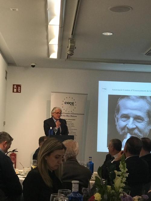 """VIII Acte Desayunos CECEIB amb Francisco Mora Teruel: """"L ́educació del segle XXI: Neurociència i neuroeducadors""""."""